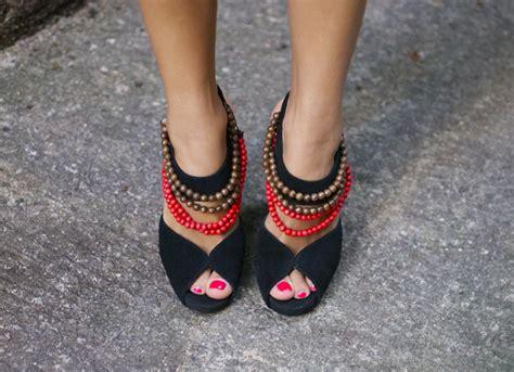 decorar zapatos con perlas decorar tacones con viejos collares pulserastv blog