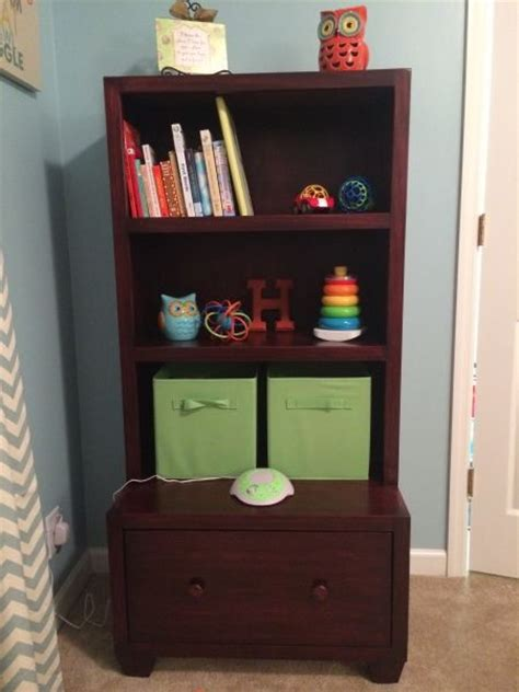 toys the o jays and bookcases on