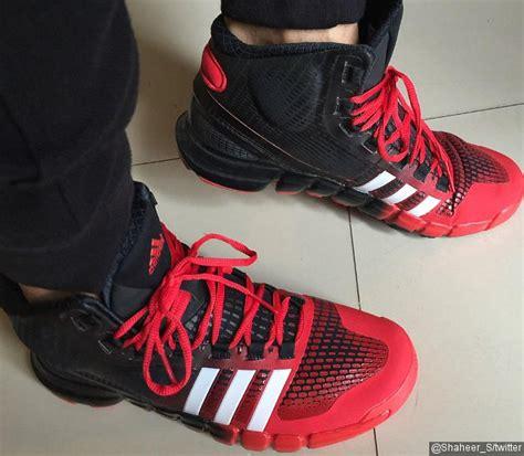 Sepatu Adidas Ayu Ting Ting pamer sepatu baru shaheer sheikh dapat hadiah lebaran