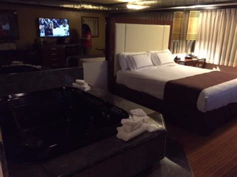 wendover rooms with tubs tub and king bed picture of peppermill wendover hotel casino west wendover tripadvisor