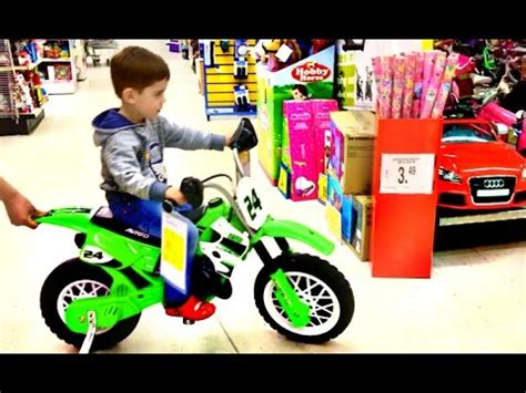 Boy S Toys boy at toys r us superstore for