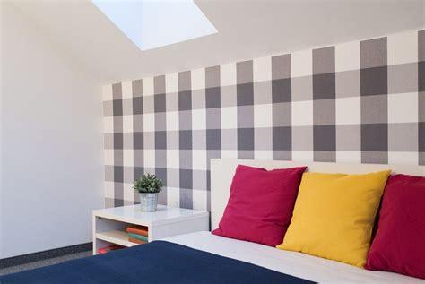 wände gestalten wohnzimmer in grau weiss
