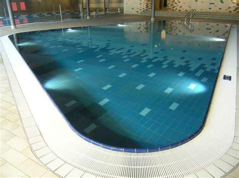 ausgefallene fliesen pool fliesen f 252 r ein modernes schwimmbecken archzine net