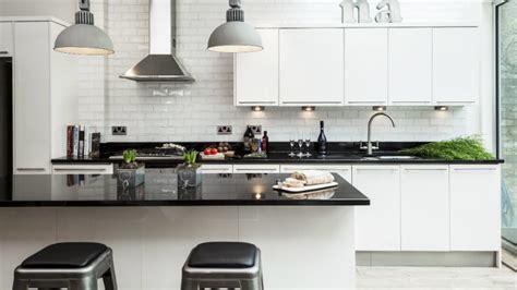 imagenes cocinas integrales blancas cocinas blancas luz y litud westwing