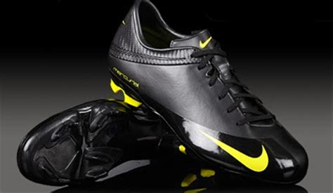 Sepatu Bola Keren sepatu futsal original terbaru 2014 daftar harga lengkap