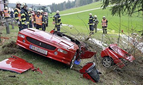 Motorradunfall Teile by Zwei Tote Ferrari Bei Unfall In Zwei Teile Gerissen