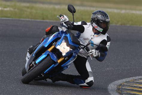 Motorrad Stunt Bilder by Suzuki Gsx S1000 Action Stunt Detail Motorrad Fotos