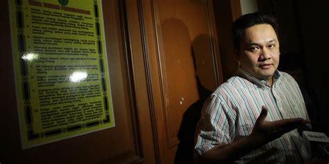 Kaos Palu Palu Visit 2015 farhat abbas tanggapi baju palu arit puteri indonesia