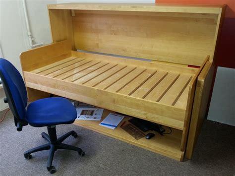 bücherregale holz günstig schlafzimmer gestalten mit tapeten