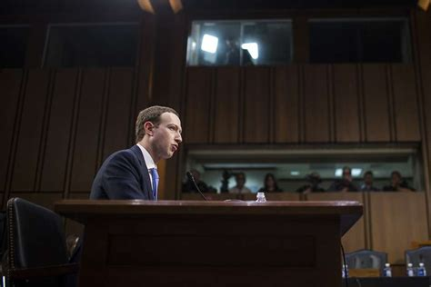 mark zuckerberg biography in spanish facebook ceo mark zuckerberg apologizes for mistake of