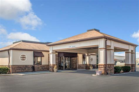 Comfort Inn East by Comfort Inn East At 2930 Navarre Ave Oregon Oh On Fave