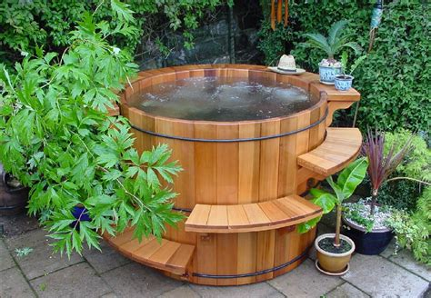 Wood Hot Tub | wood hot tubs and barrel hot tubs forest lumber cooperage