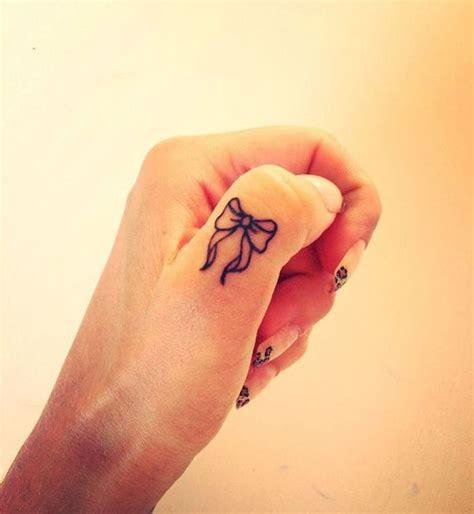 finger tattoo longevity 30 id 233 es magnifiques de tatouage doigt d 233 licat et original