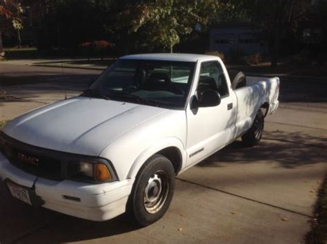 purchase used 1996 gmc sonoma sl standard cab pickup 2 door 4 3l in eau claire wisconsin