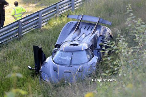 koenigsegg crash test koenigsegg one 1 crashes at the nurburgring during testing