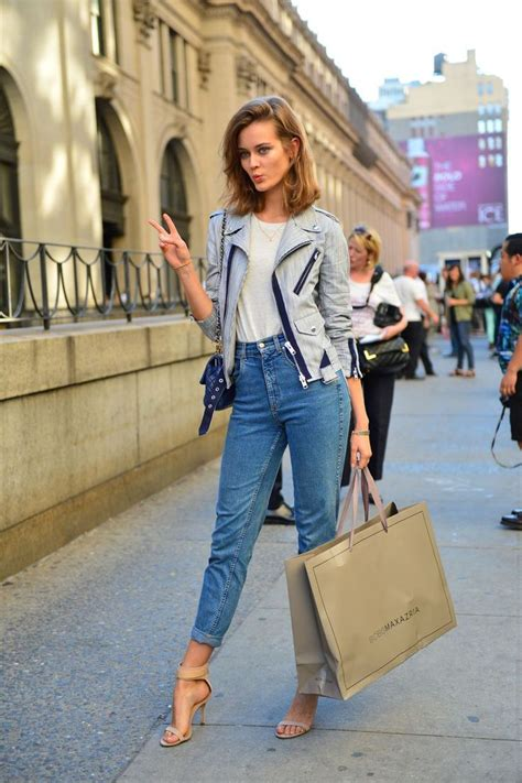 How To Wear A Jean Jacket Without Looking Like A Bag by High Waisted Style Looks 2018 Fashiongum