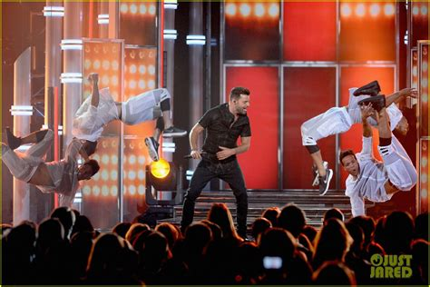 billboard house music ricky martin brings the house down with vida performance at billboard music awards