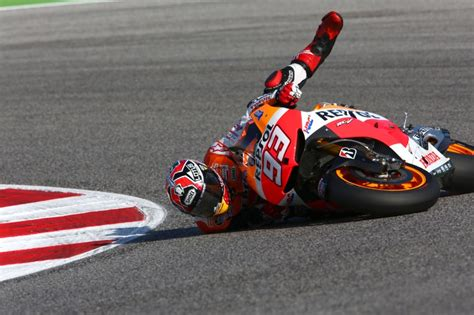 Motorrad Videos Pässe by Motogp News Pics Marc Marquez Falls At Misano Motogp Test
