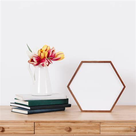 scarica cornice per foto gratis fiori e cornice sul tavolo scaricare foto gratis