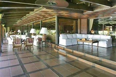 look inside julio iglesiass resort like miami beach house julio iglesias mansion house celebrity mansions