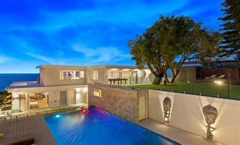 David Warner's house, Melb beach box attract big prices