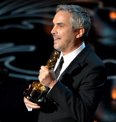 alfonso cuaron alfonso cuaron wins oscar for best director oscars 2014