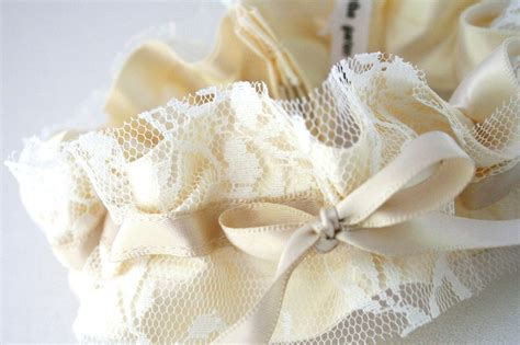 ivory garter mikayla s here is a wedding garter made from the