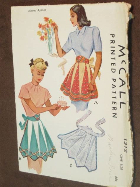 pattern for triangle apron 10780 best aprons images on pinterest aprons sewing