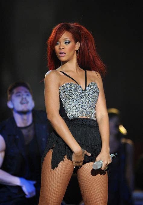 imagenes hot rihanna rihanna sexy crotch grabbing performance at 2011 nba all