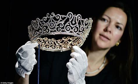 queen s aspundir queen s private collection