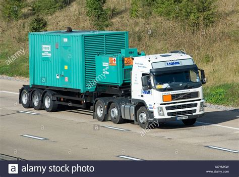 volvo lorry m25 motorway specialised volvo lorry and trailer moving
