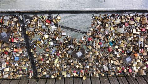 Gembok Cinta keberatan gembok cinta jembatan pont de arts nyaris