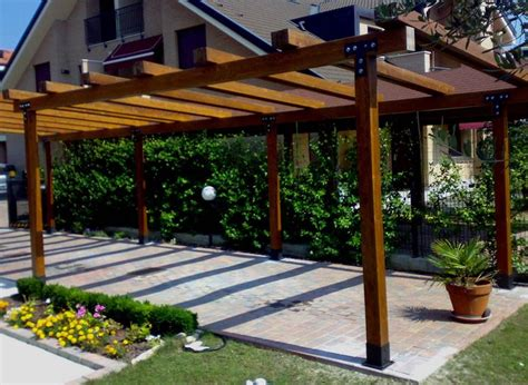pergolato per terrazzo realizzare coperture per esterni coprire il tetto come