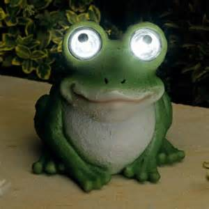 Bright Eyed Solar Powered Frog Novelty Garden Light Solar Frog Light