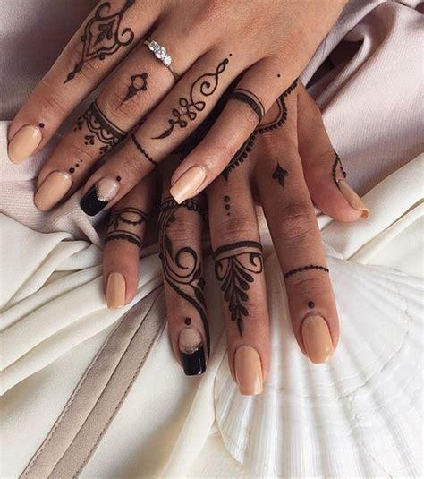 photo ce henn 233 sur les doigts donne beaucoup d allure