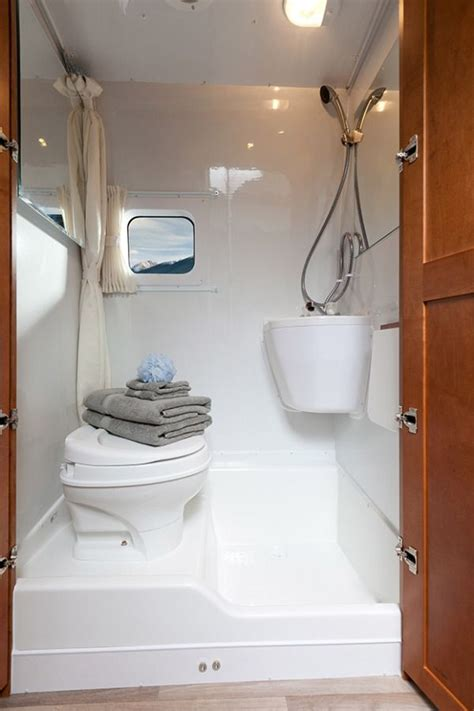 Rv With Bathroom by 25 Best Ideas About Rv Bathroom On Cheap