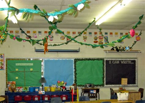 jungle theme classroom decorations jungle safari themed classrooms clutter free classroom