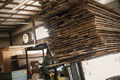 where do you find reclaimed wood where to find free reclaimed recycled lumber