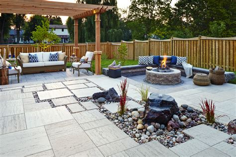 Fire Pit Backyard Cour Intime Pour Une Grande Famille Landscaping Products
