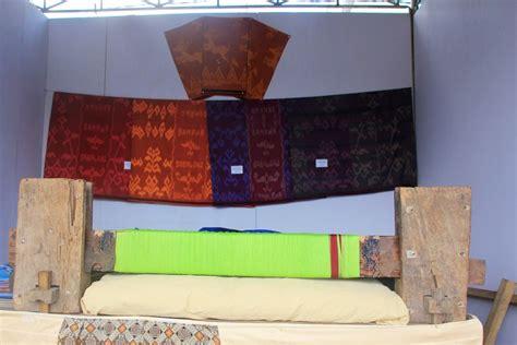 Sarung Tenun Zamrud indonesiakaya eksplorasi budaya di zamrud khatulistiwa