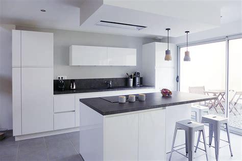 couleur mur cuisine bois beautiful indogate photos cuisine blanche grise cuisine