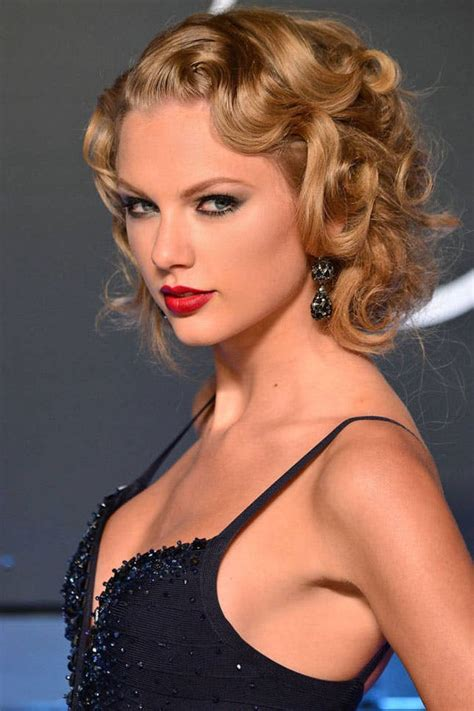 best haircut for straight on top and curly underneath 22 of taylor swift s best curly straight short