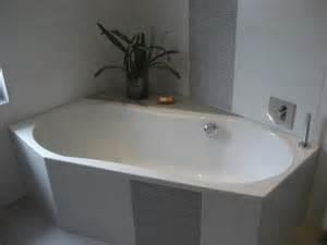 badewanne gefliest badewanne einfliesen genie 223 en sie die sch 246 nen vorschl 228 ge
