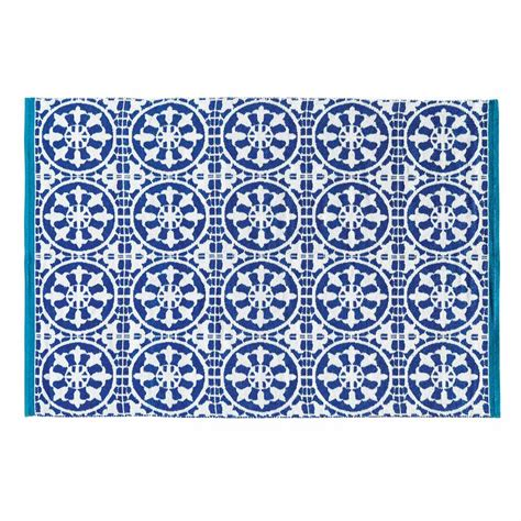 blue and white outdoor rug santorini blue and white outdoor rug140 x 200 cm maisons du monde