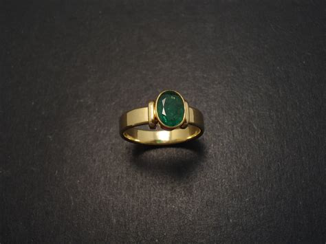 columbian emerald 18ct gold ring christopher william