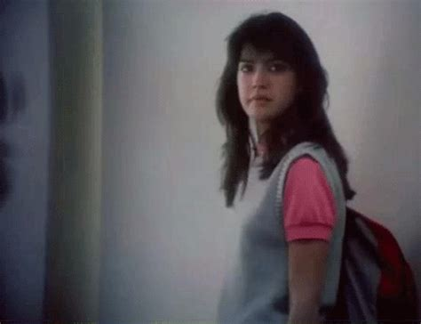 phoebe cates gif find  gifer