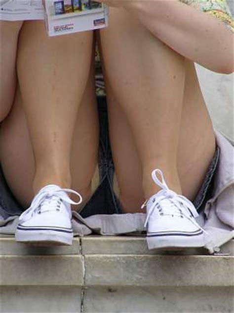 girls unaware crotch shot upshorts tights
