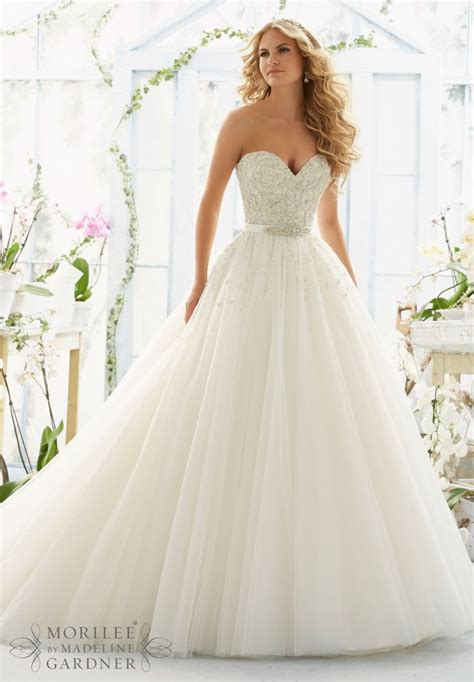 Pretty Gowns For Weddings by Best 25 Flowing Wedding Dresses Ideas On
