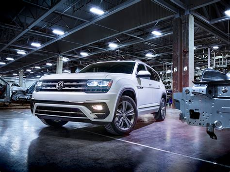 vw atlas uk volkswagen made a sweeping departure with its new atlas