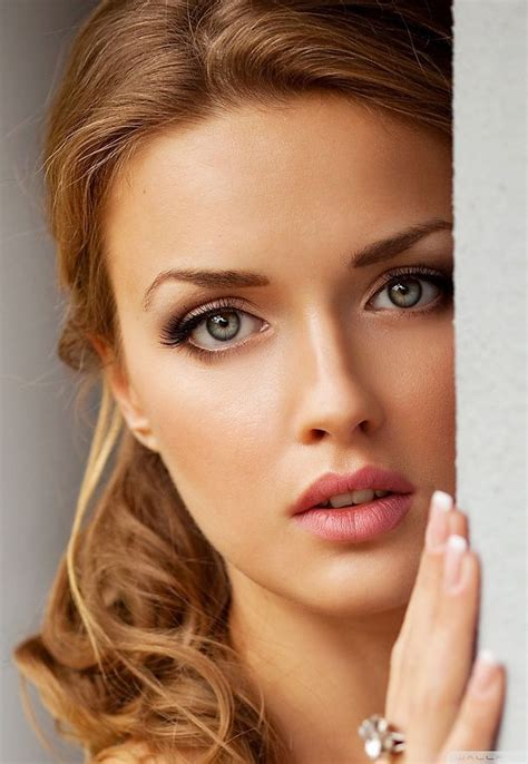Mascara Silky the bridal makeup look for 2016 soft and simple arabia